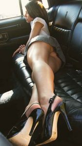 Istanbul Asian side paramour is showing the absence of her underwear, and she is in the backseat of a fancy car ready to give the pledge to a handsome guy who helped her with a flat tire