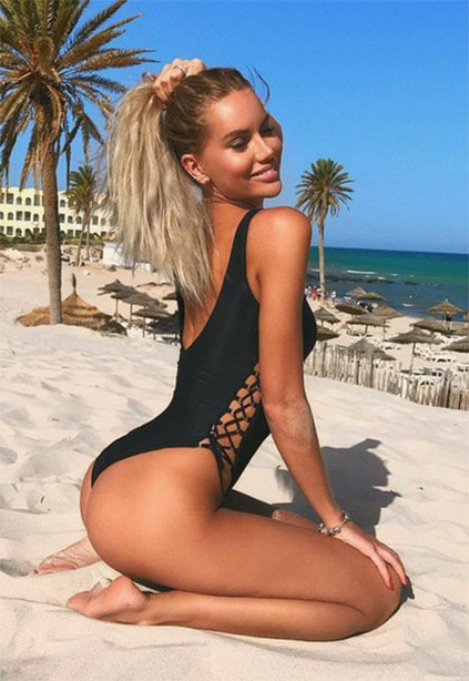 Istanbul Russian escort woman with wide smile has broad outlook on life and free-of-limits desires