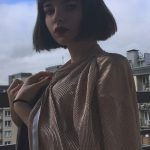 Istanbul Rus eskortlar gal with a vintage hair makeup is standing on a balcony wearing long sleeve