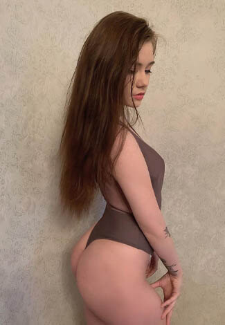 Escort Istanbul girl is wearing a swimsuit that underlines her ass halves, separating each one neatly