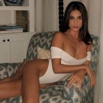 Incall escort Istanbul is half-lying in a chair to expose the curves of her body and her gorgeous face