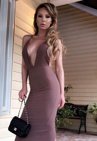 Call girl Istanbul is wearing a tight long dress to demonstrate how well she can do make-up