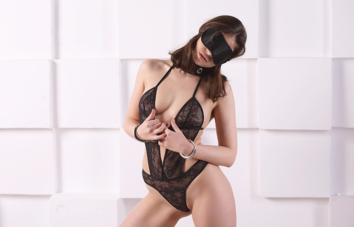 Escort agency Istanbul girl with closed eyes stands in a mask and studies her sensual body
