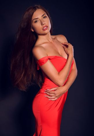 Independent escorts in Turkey lover shows her body in a tight red dress