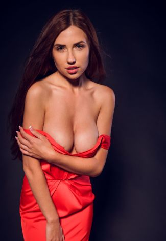 Independent escorts in Turkey lover holds boobs from the bottom to prevent them from falling out