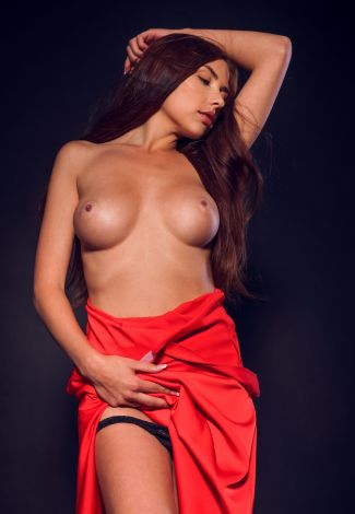 Independent escorts in Turkey lover shows her boobs of perfectly round shape