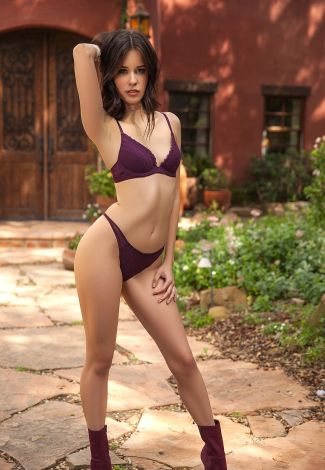 Istanbul Arab escort mistress is standing in purple underwear, showing the greatness of her body